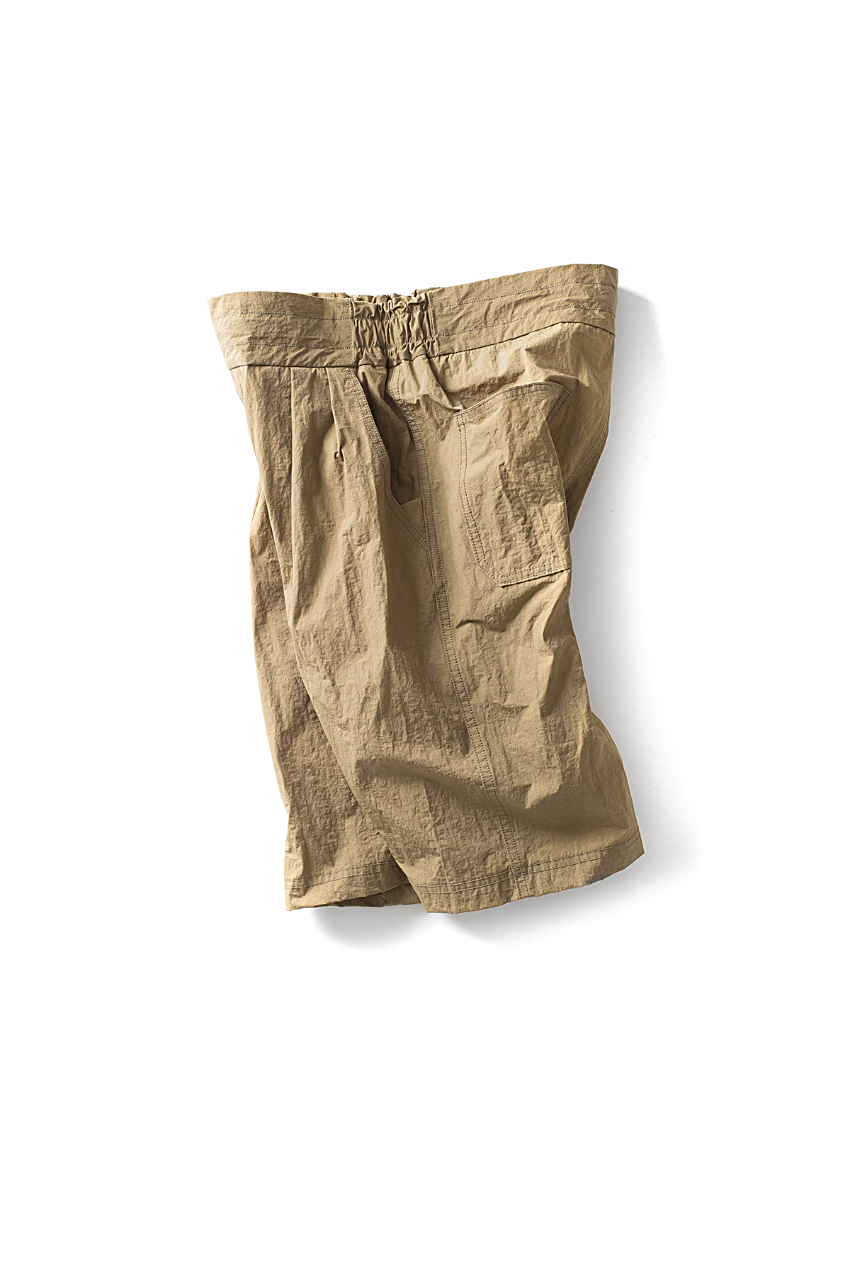 WHITE MOUNTAINEERING : 2-Tuck Wide Short Pants (Beige)