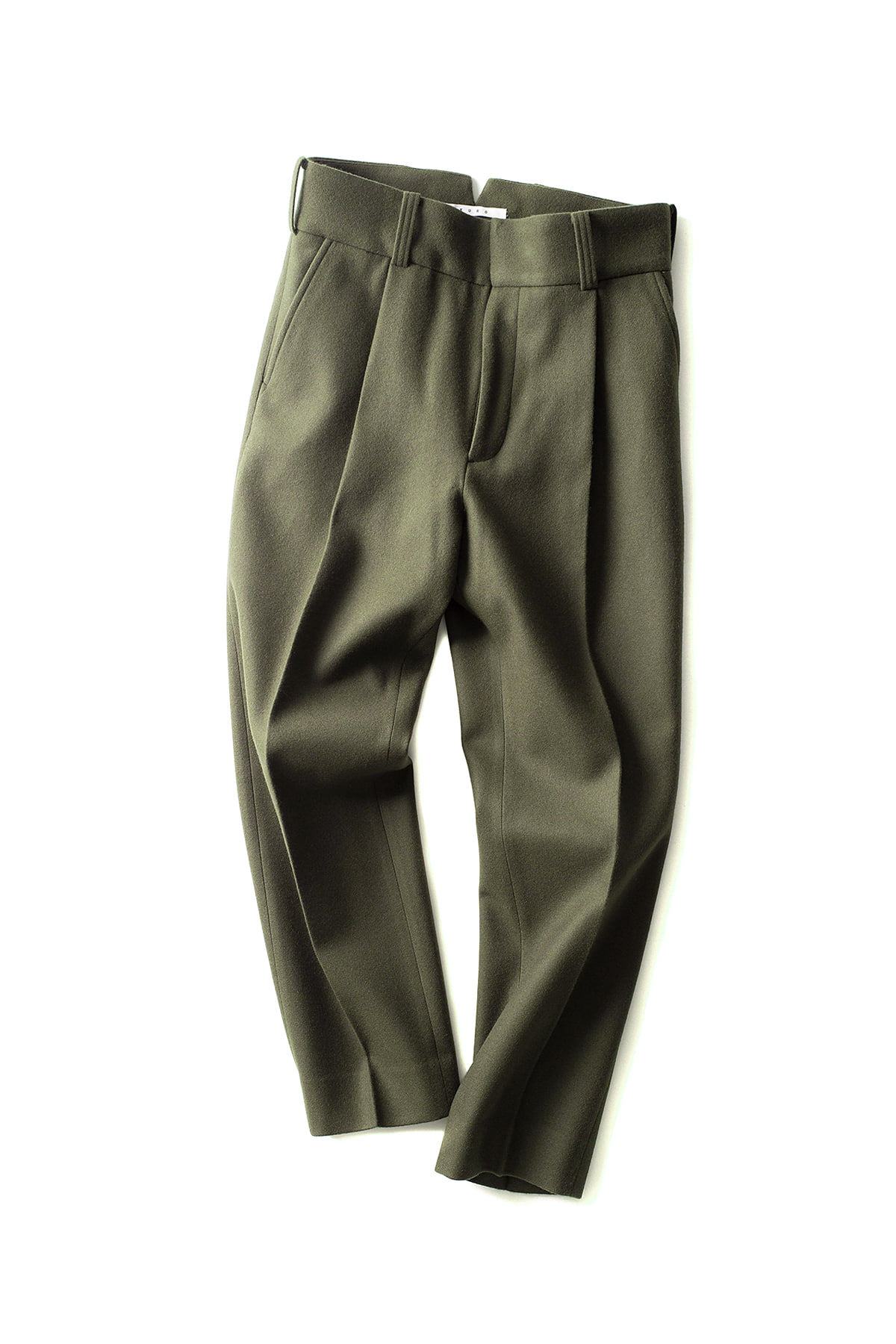 KURO : One Tuck Tapered Trouser (Khaki)