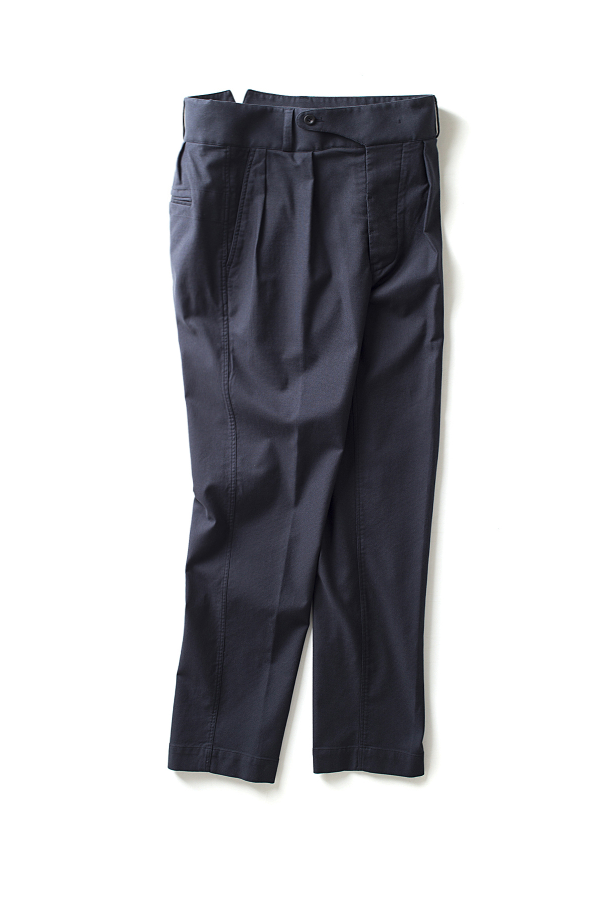 Document : Tucked Trousers
